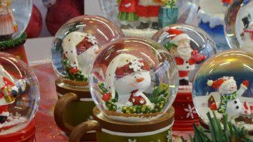 weihnachtliche Schneekugeln