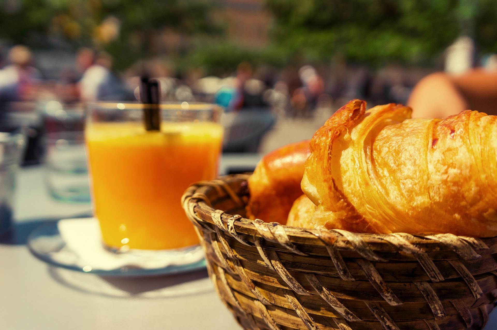Frühstück im Freien, CC0 Public Domain, Up-Free/Pixabay