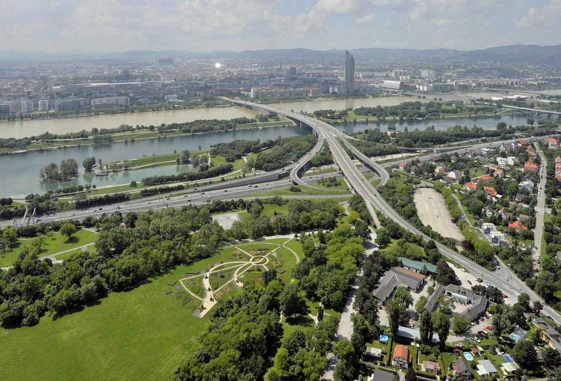 Brigittenauerbrücke vom Donauturm Richtung 20.Bezirk