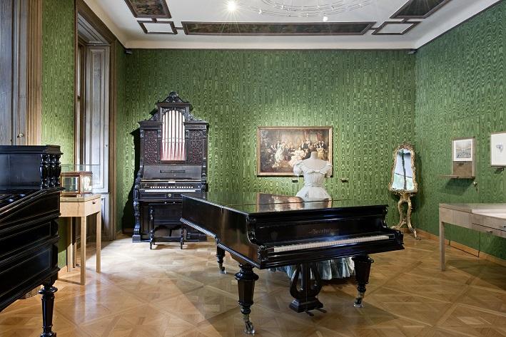 Wohnung mit Klavieren