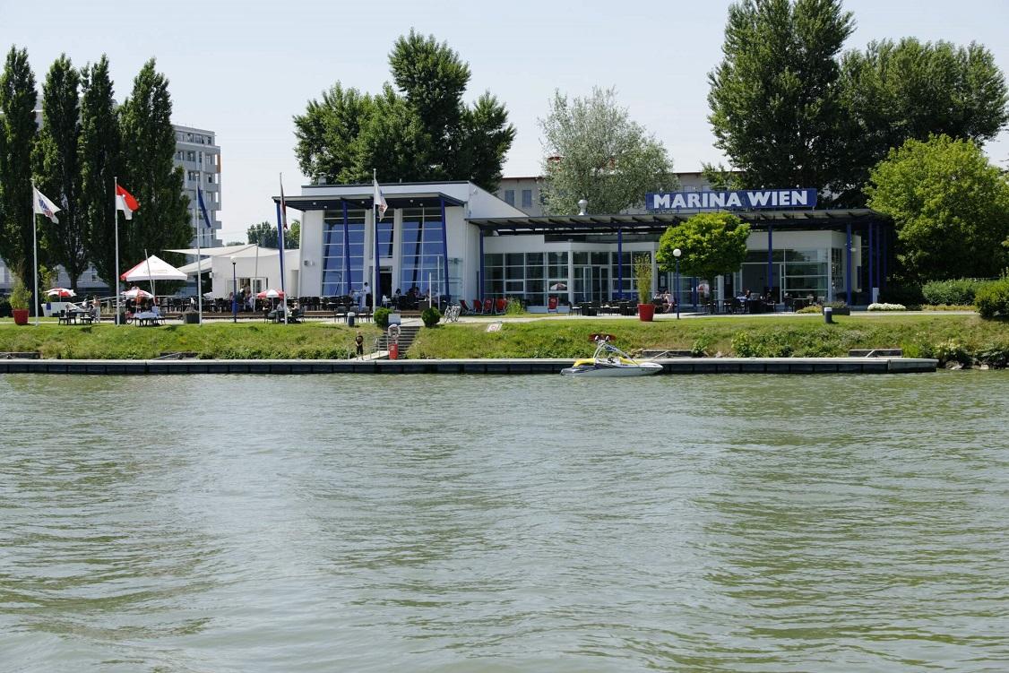 Marina Wien, Gebäude an der Donau