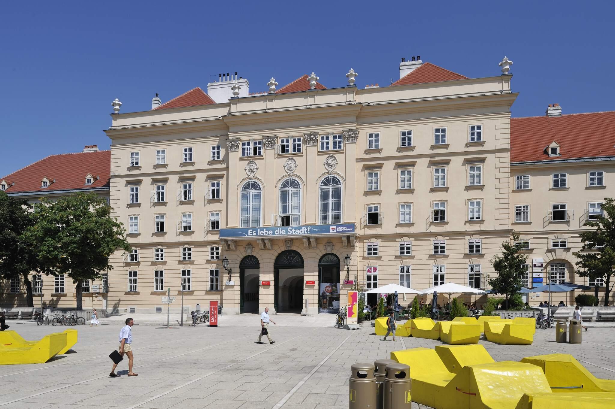 Museumsquartier Innenhof mit Enzis
