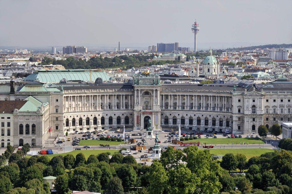 Gesamtansicht Neue Hofburg und Blick über Wien