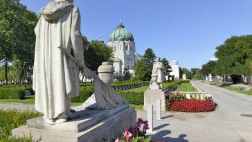 Zwei Statuen, Russisches Mahnmal