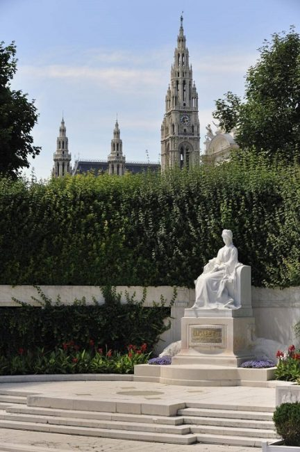 Sisi Denkmal im Volksgarten (1. Bezirk)