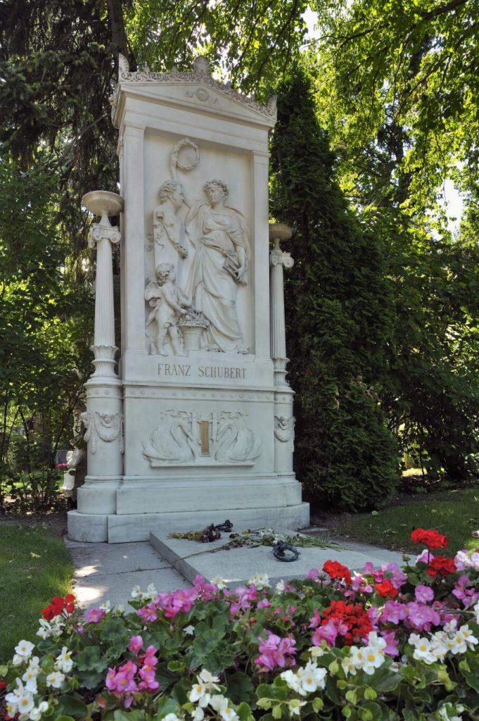 Grabstätte mit Blumen von Franz Schubert