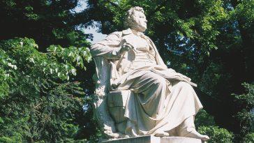Anblick des Franz Schubert Denkmals im Stadtpark in Wien