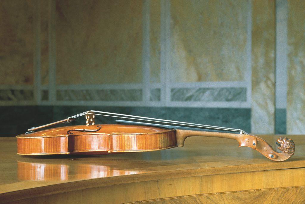 Violine aus der Zeit Mozartsin der Musiksammlung der Österreichischen Nationalbibliothek