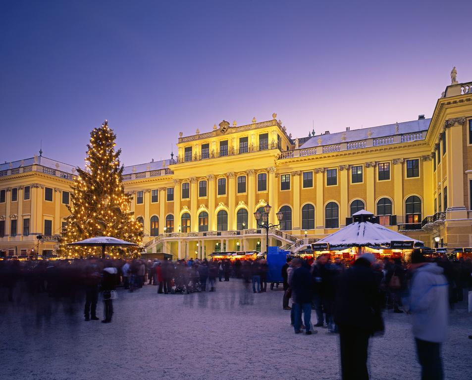 Wiener Adventmarkt beim Schloss Schönbrunn.