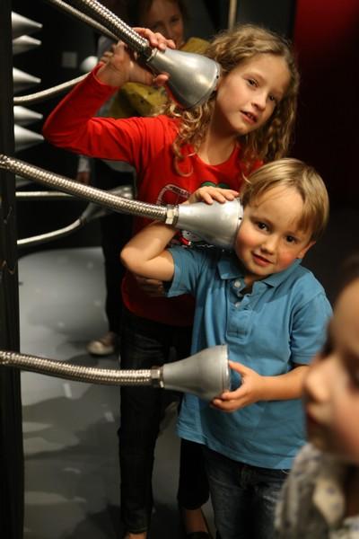 Kinder bei der Klanggalerie