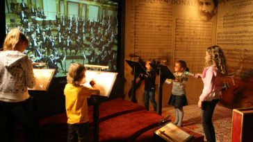Kinder können Dirigent spielen