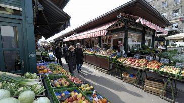 Obst- und Gemüsestände am Naschmarkt (4., Wienzeile)