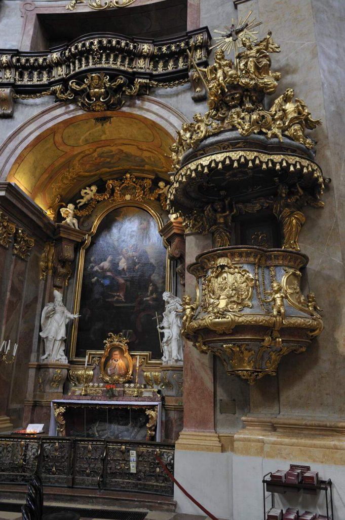 Kanzel und Altar in der Peterskirche (1., Petersplatz)