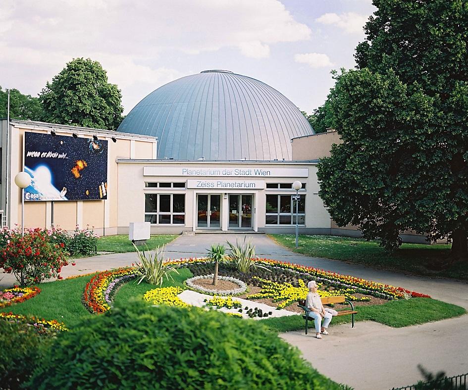 Außenansicht des Eingangsbereichs des Planetariums