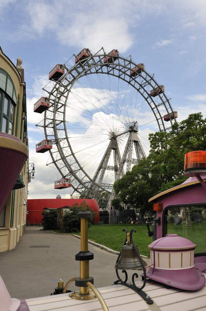 Wiener Prater - Riesenrad über Bummelzug (2. Bezirk)