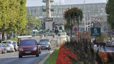 Tegetthoff Denkmal am Praterstern, der Durchzugsstraße (2. Bezirk)