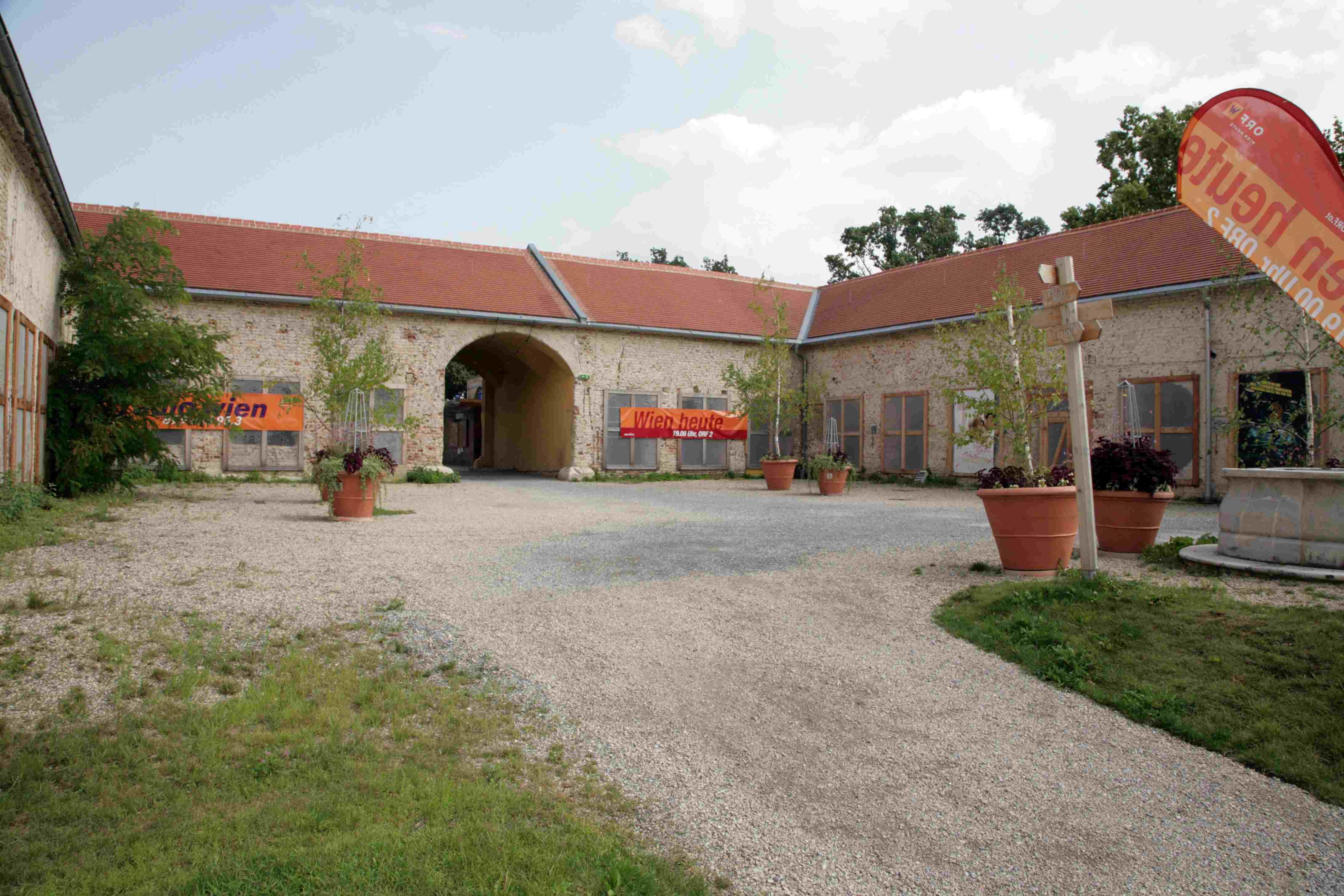 Hof im Schloss Neugebäude (11. Bezirk)
