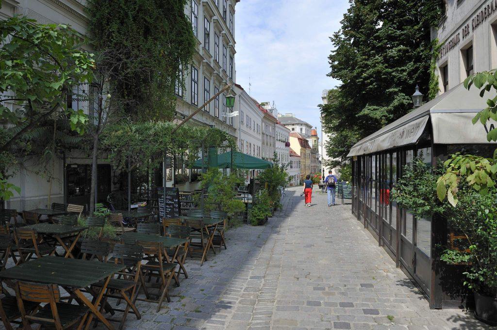 Spittelberg - Gasse mit Gastgarten (7. Bezirk)