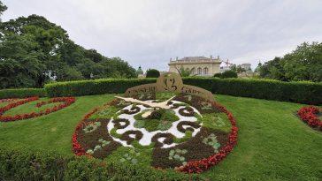 Stadtpark, mit Blumenuhr