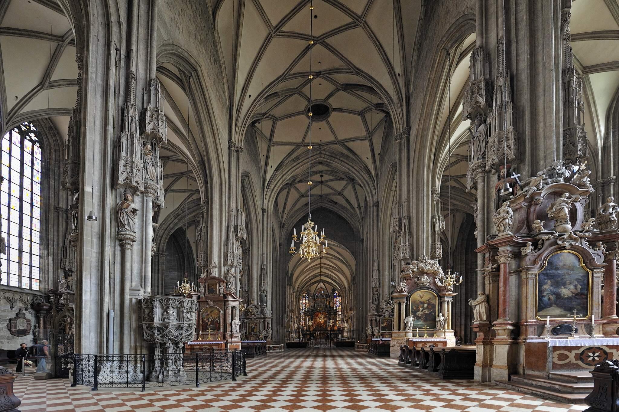 Innenansicht des Stephansdoms in Wien
