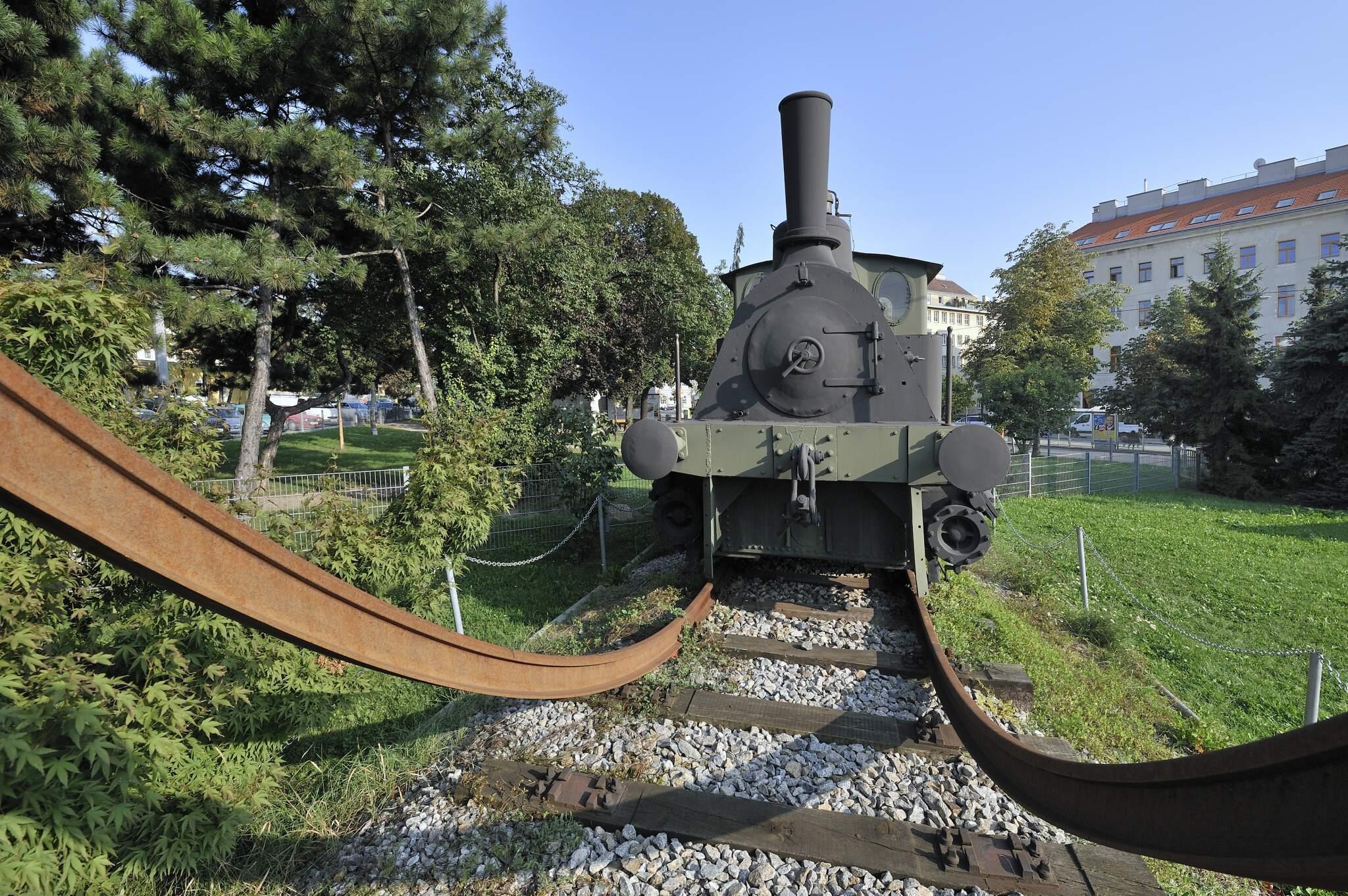 Dampflok vor Technischem Museum Wien (14., Mariahilfer Strasse 212