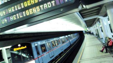 V-Zug der Wiener Linien im Nachteinsatz