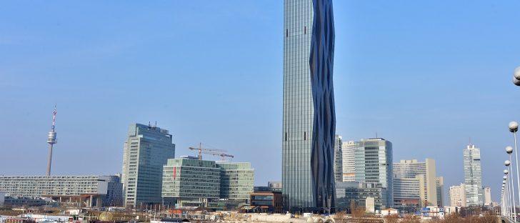 Anblick des DC-Towers, dem höchsten Gebäude Österreichs
