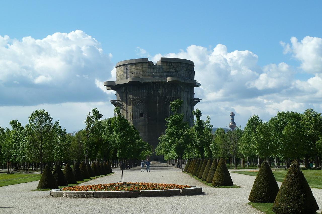 Augartenpark mit Flakturm