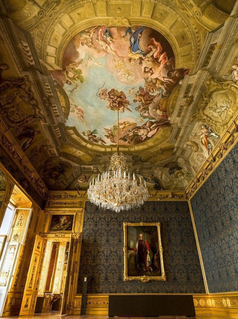 Blauer Salon mit Deckengemälde im Winterpalais