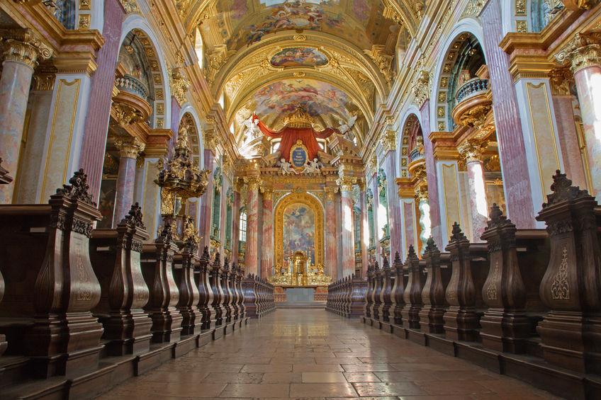 Kirchenschiff Innenansicht der Jesuitenkirche