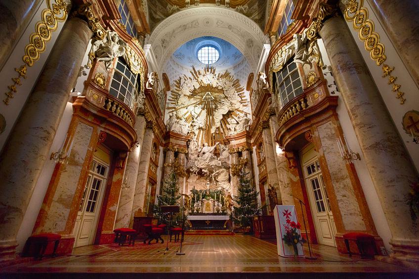 Innenansicht der Karlskirche - st. charles' church