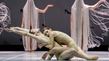 Michal Beklemdžiev, Suzanne Kertész (Arabische Tänzer) & Ensemble