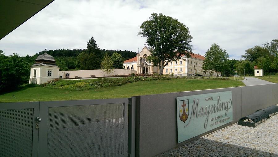 Blick auf das Karmel Mayerling, Jagdschloss von Kronprinz Rudolf