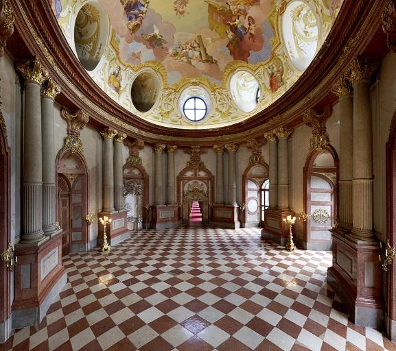 Marmorsaal im Kaisertrakt mit Deckengemälde