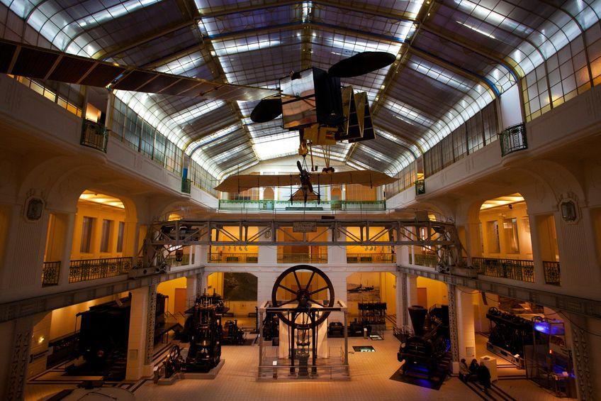 Innenansicht einer Ausstellungshalle des Technischen Museums