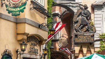 Erinnerungsplakette an den Bänkelsänger Lieber Augustin am Griechenbeisl in Wien