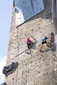 klettern im Außenbereich am Flakturm im Esterhazypark