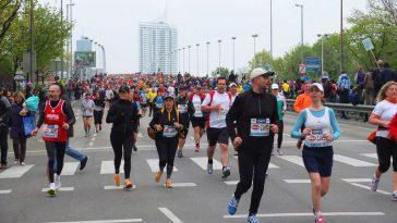 Teilnehmer laufen in Wien Marathon.