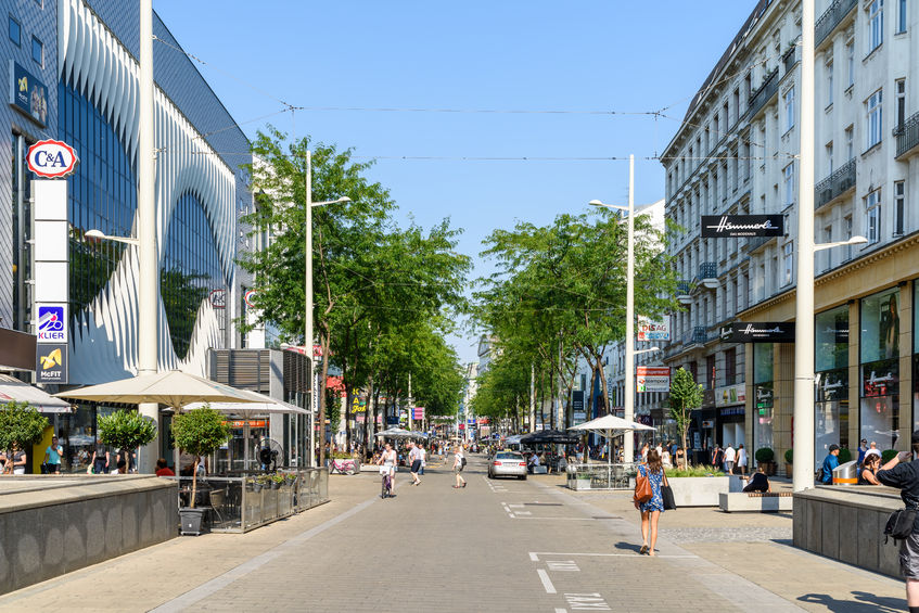 people shopping on mariahilferstrasse