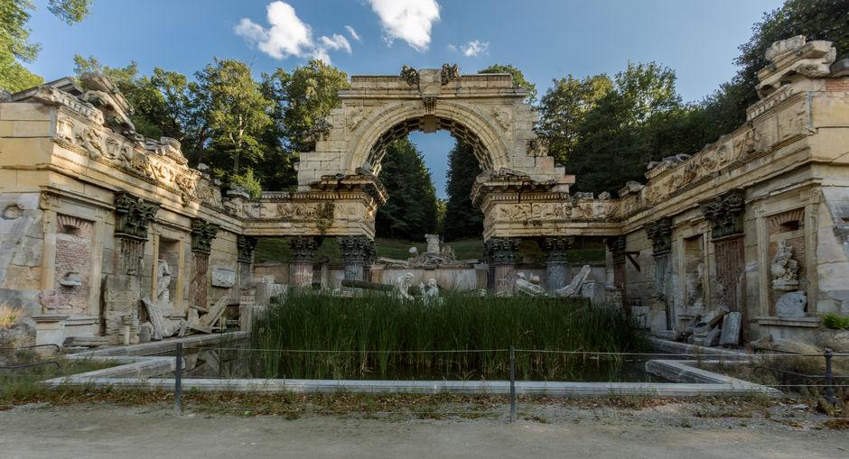 roman ruins at schonbrunn park