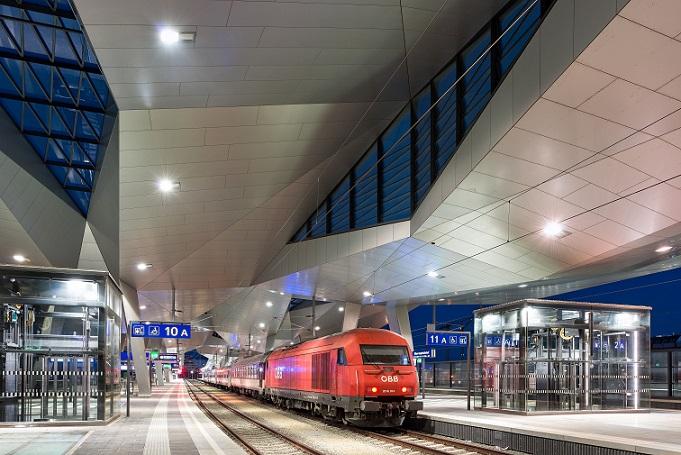 Bahnsteige im Hauptbahnhof Wien