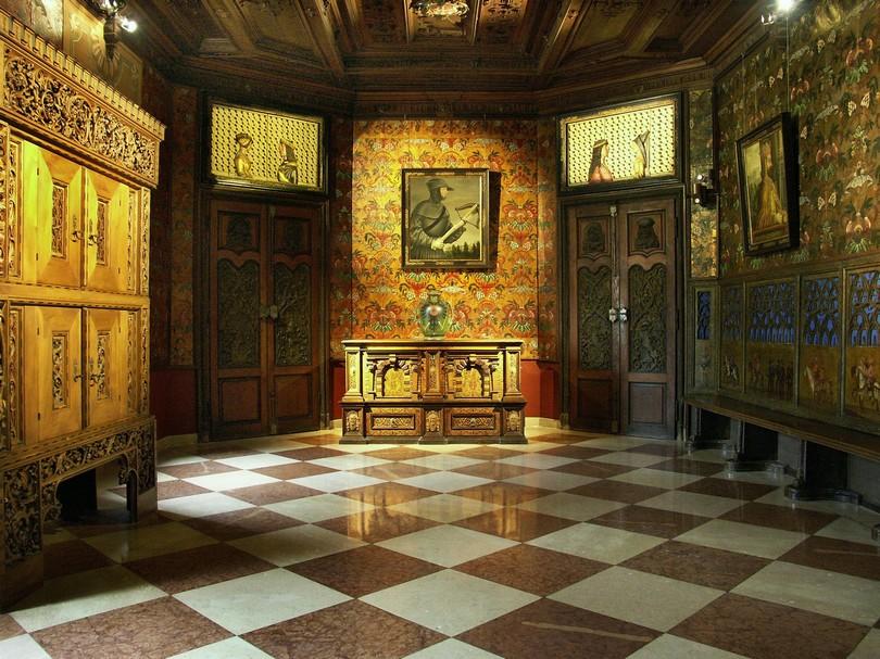 historischer Empfangssaal im Schloss