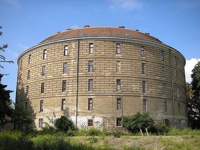 Außenansicht des runden Gebäudes