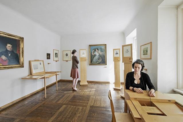 Ausstellungsräume Pasqualatihaus mit Besuchern
