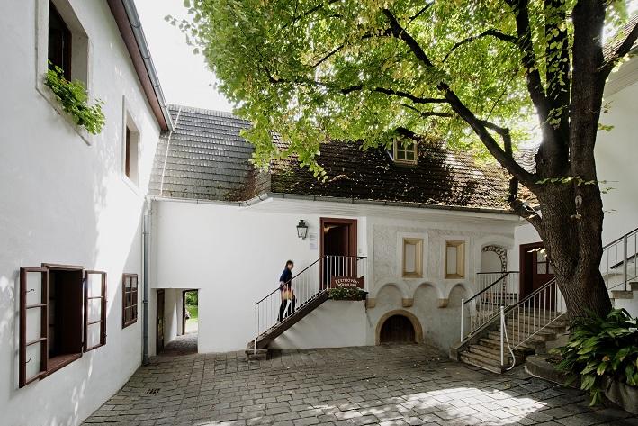 Außenanischt Hofbereich des Wohngebäudes