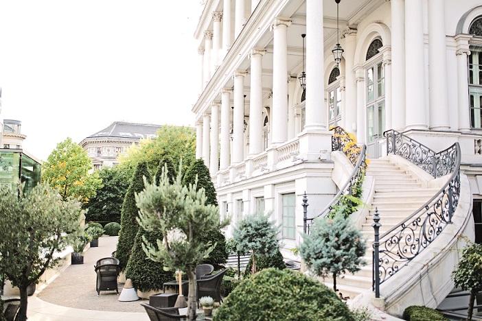 Außenfassade und Garten