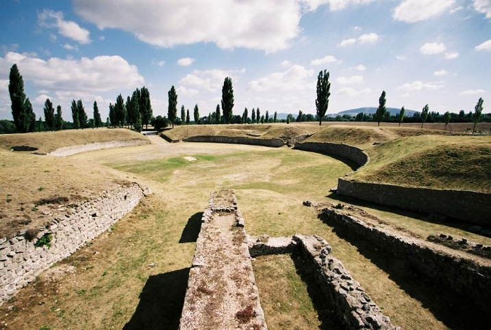 Freilgelegtes Amphitheater in Petronell