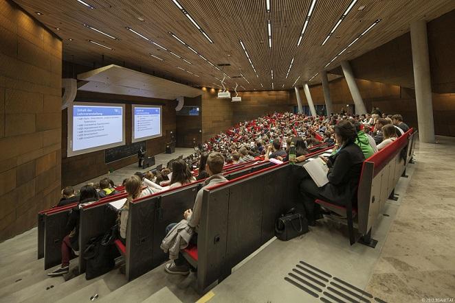 Audimax mit Studierenden