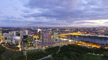 Panorama am späten Abend - Skyline of Donau City Vienna at the danube river