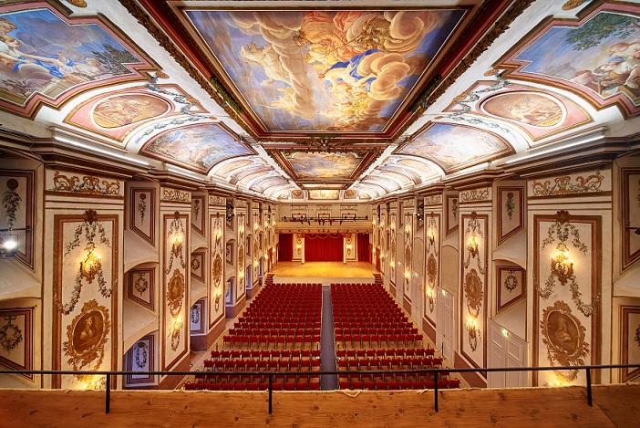 der barocke Haydnsaal ein Festsaal mit vielen Wandmalereien